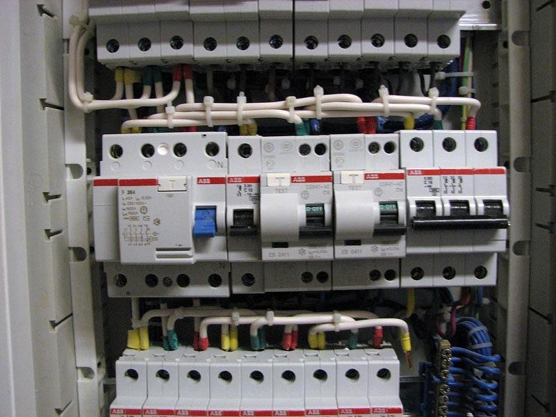 Электрическая сеть под надежной защитой